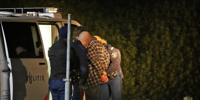 Honderd arrestaties na ongeregeldheden Veen