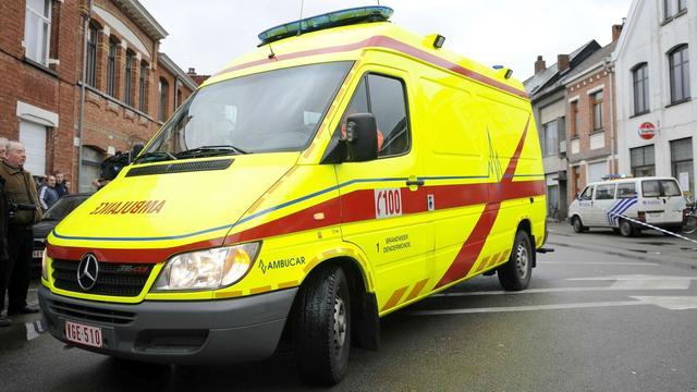 Belgische ambulance laat patiënt alleen achter in wagen