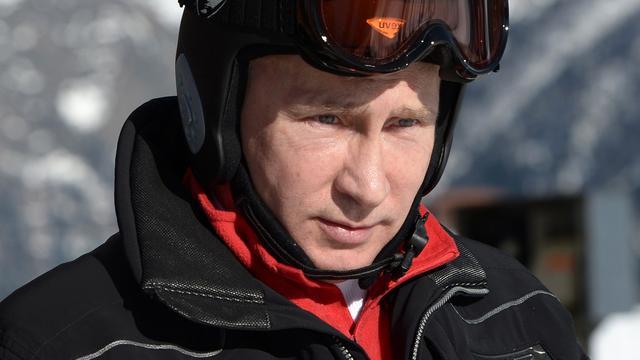 Poetin verkent olympisch skigebied Sotsji