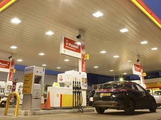 Hevige prijsstrijd tussen tankstations langs kleinere wegen