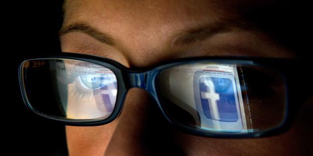 Personeel Indiaas bedrijf analyseert Facebook-statusupdates sinds 2014