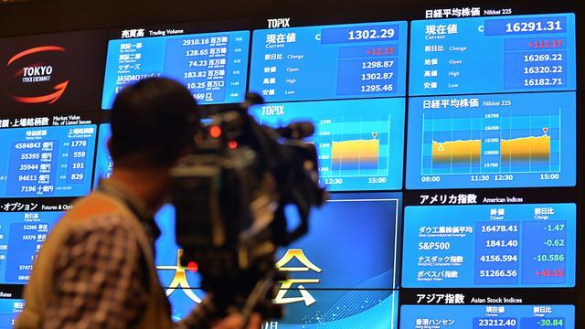 Technologiefondsen drukken Nikkei in het rood