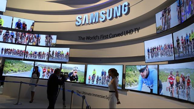 Samsung start verkoop buigbare tv in Zuid-Korea