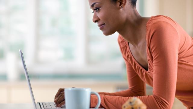 'Nederlanders geven online 13 procent meer uit in eerste helft 2017'
