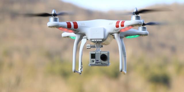 Onderzoekers leren drones in zwerm te vliegen