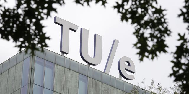 Studenten TU Eindhoven ronden grootste ijskoepel ooit af