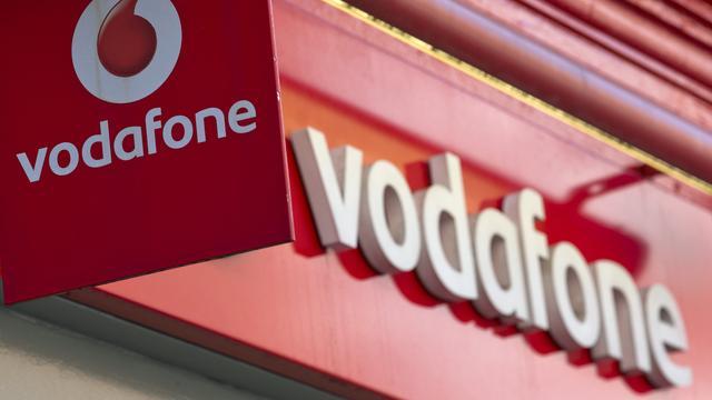 Vodafone ziet aantal abonnees en omzet krimpen