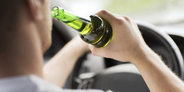 Dronken automobilist rijdt agent aan tijdens vluchtpoging in Schalkwijk
