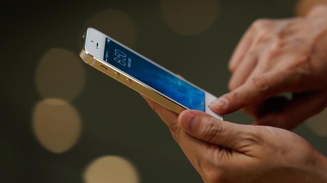 Politie mag verdachte dwingen telefoon met vingerafdruk te ontgrendelen