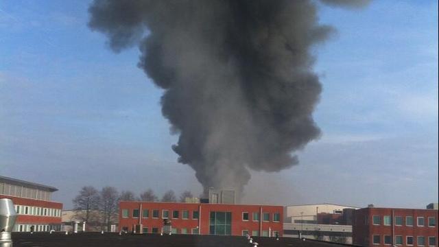 Loods op industrieterrein Bunschoten brandt af