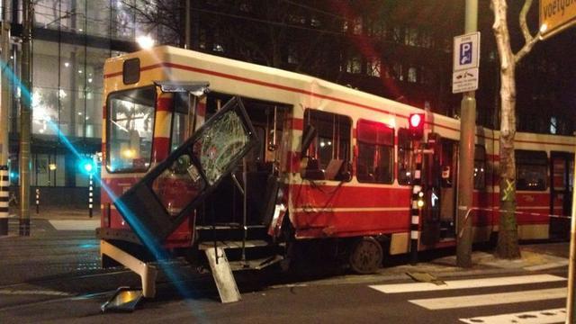 Haagse tram zwaar beschadigd door ontsporing