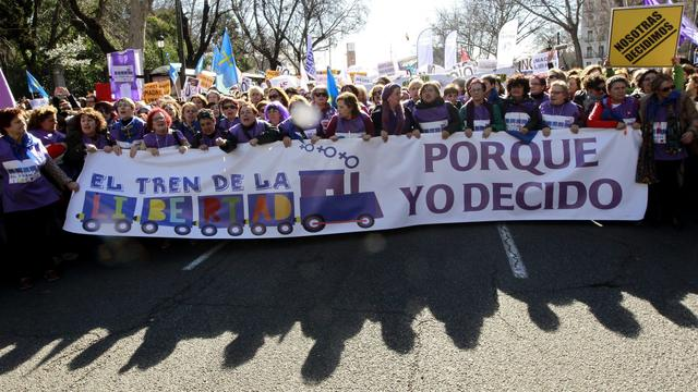 Spanje haalt strenge abortuswet van tafel