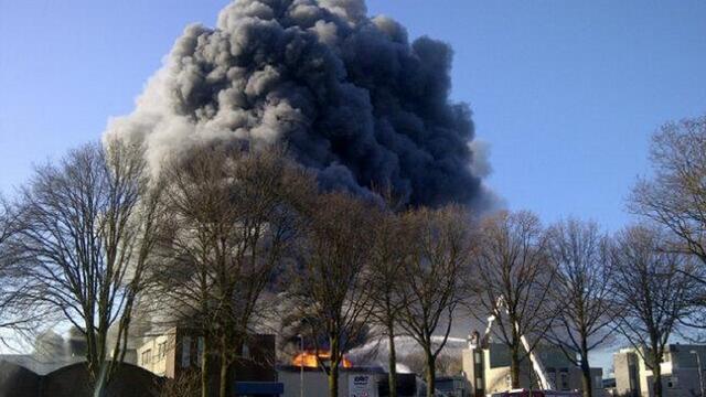 Grote uitslaande brand op industrieterrein Vlijmen