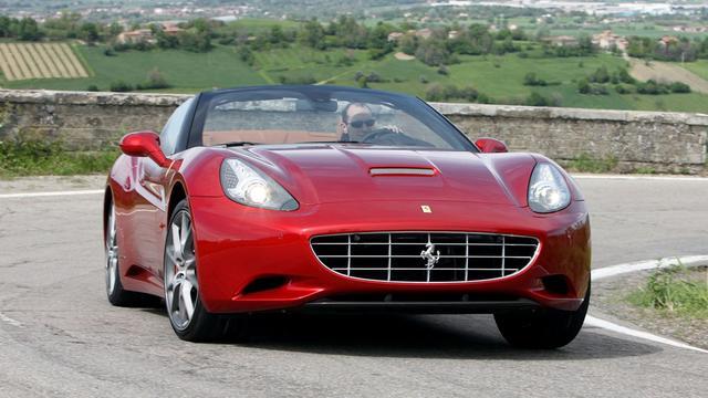 'Vernieuwde Ferrari California op salon van Genève'