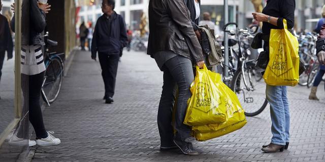 Binnen jaar verbod op gratis plastic tasjes