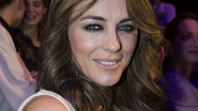 Elizabeth Hurley wordt koningin in The Royals