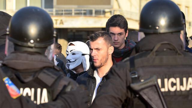 Politie en betogers raken slaags in Bosnië