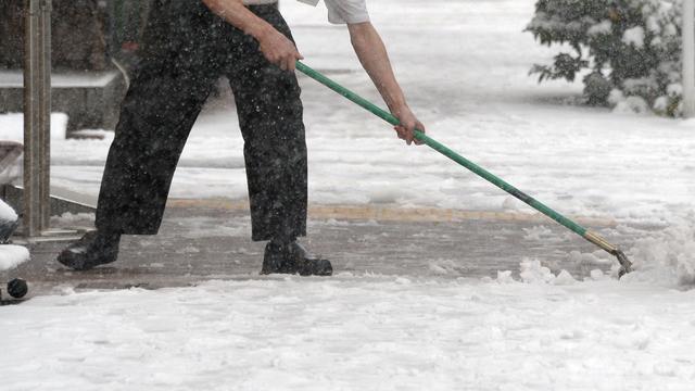 Sneeuw legt openbaar leven Japan deels plat