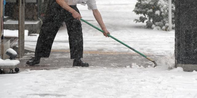 Burgemeester Aboutaleb doet oproep: 'Maak eigen stoep sneeuwvrij'