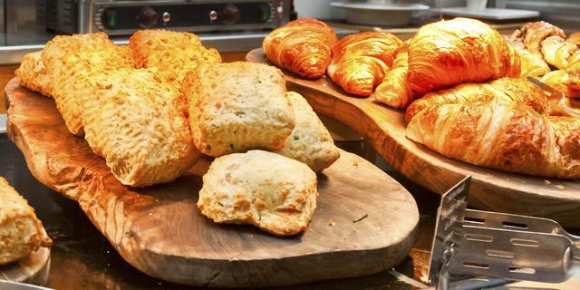Supermarkt in Haarlem-Noord moet stoppen met 'illegale' verkoop warme broodjes