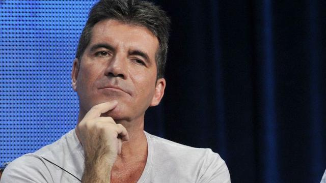 Simon Cowell herstelt van zes uur durende operatie vanwege fietsongeluk