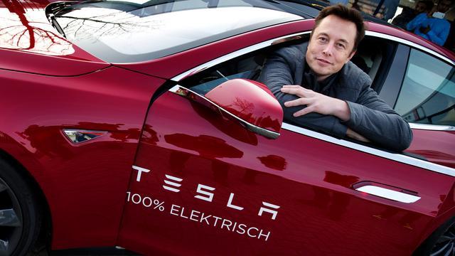 Miljardenbonus Elon Musk onder druk door daling beurswaarde Tesla