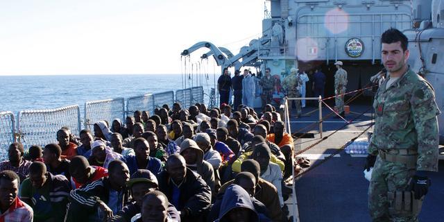 Dertig lichamen gevonden op vluchtelingenboot Italië