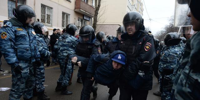 Ruim honderd arrestaties bij protest rechtbank Moskou