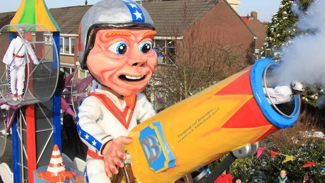 Gehandicapte Willy prins in de carnavalsoptocht Bergeijk