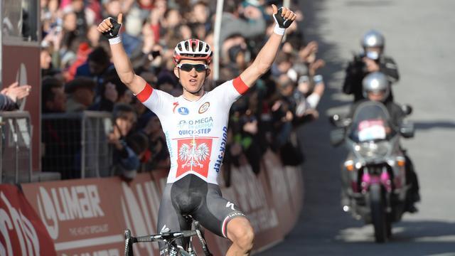 Kwiatkowski verrast Sagan in Strade Bianchi