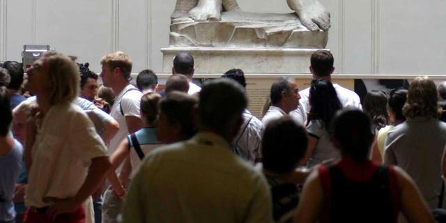 Italiaanse minister kwaad om David met vuurwapen