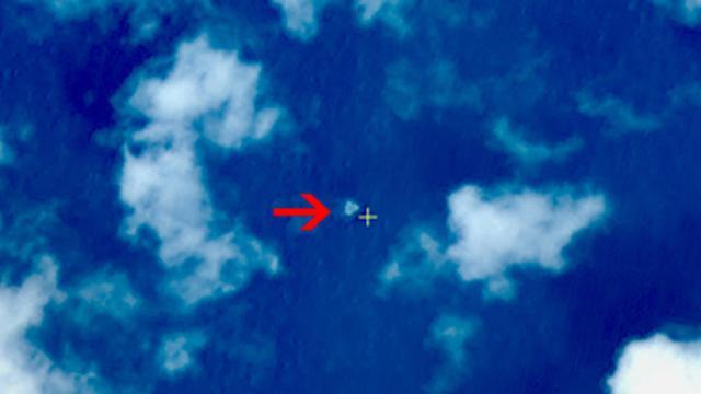 'Mogelijk wrakstukken vermist vliegtuig gesignaleerd'