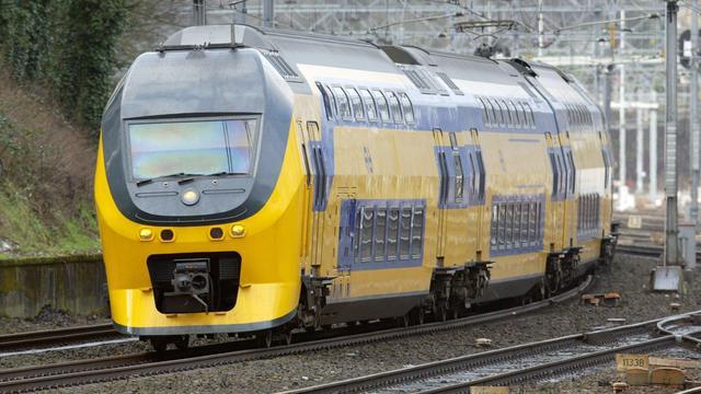 Dode door auto onder trein bij Apeldoorn