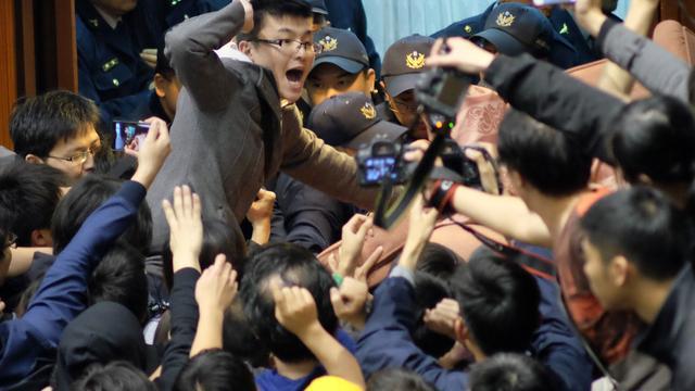 Boze studenten bezetten parlement Taiwan