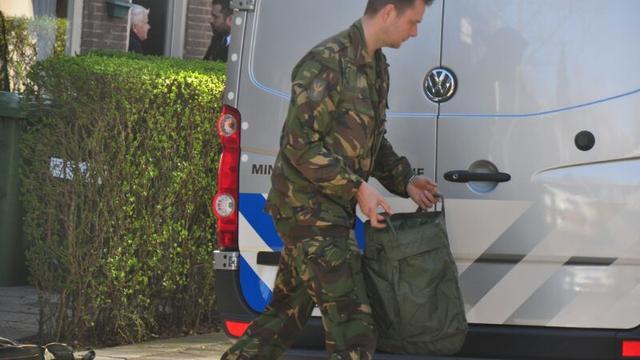 EOD onderzoekt garagebox in Almere na vondst verdacht voorwerp