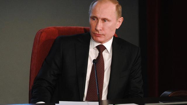 Poetin stelt dat Rusland meer wapens moet exporteren