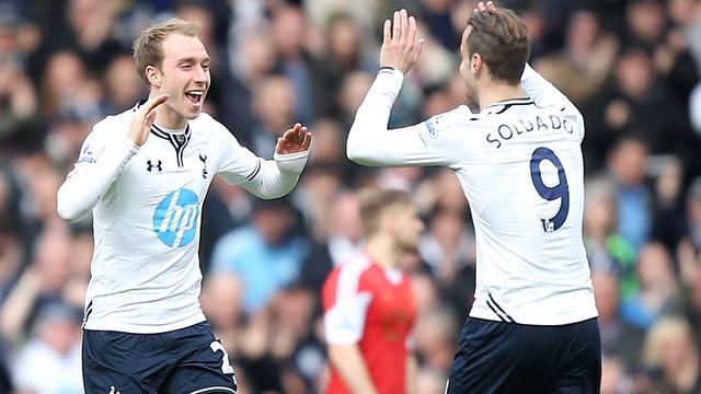 Eriksen helpt Tottenham aan zege, pijnlijke nederlaag Verbeek