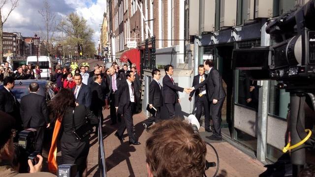Japanse premier naar Anne Frank Huis na boekvernielingen