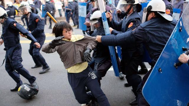 Studenten en politie Taiwan slaags