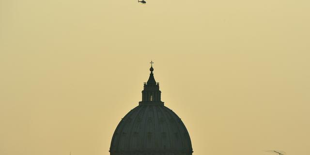 Journalisten voor Vaticaanse rechtbank om onthullende boeken