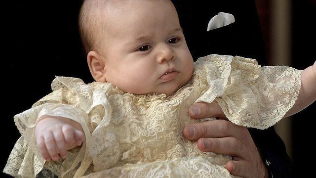 Doopjurk prins George tentoongesteld in Buckingham Palace