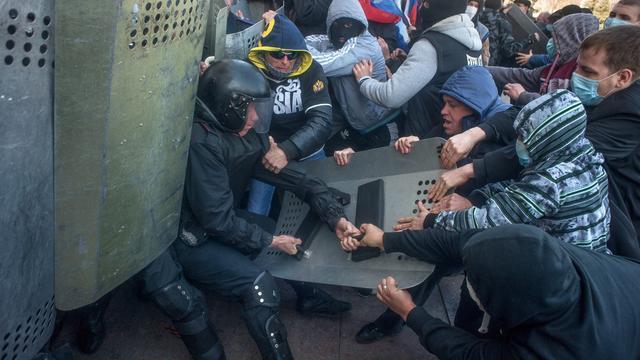 Betogers bestormen overheidsgebouw Donetsk