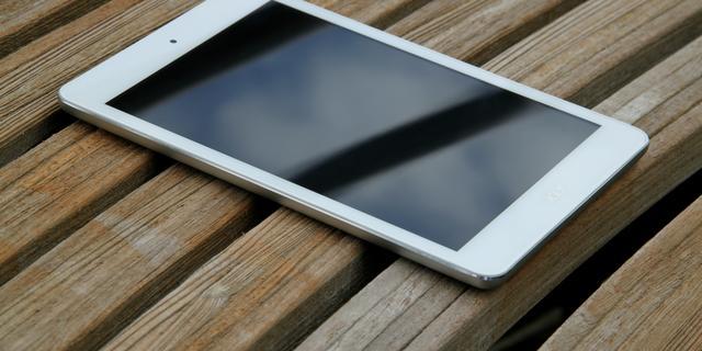 Acer Iconia A1-830: Gemiddelde tablet met bovengemiddelde stijl