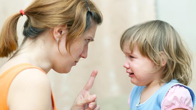 'Schreeuwen tegen ongehoorzame kinderen werkt averechts'