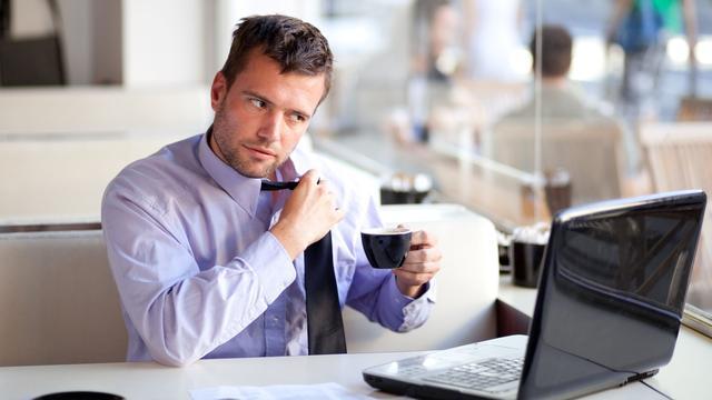 'Flexwerkers ongelukkiger dan werknemers met vaste baan'