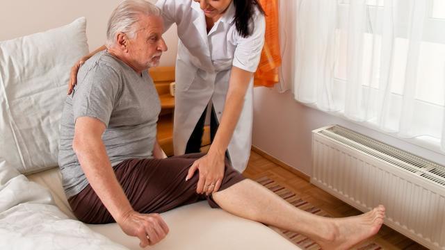 Nederland veel kwijt aan langdurige zorg ouderen
