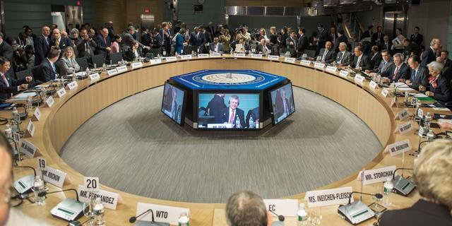 IMF zet VS verder onder druk