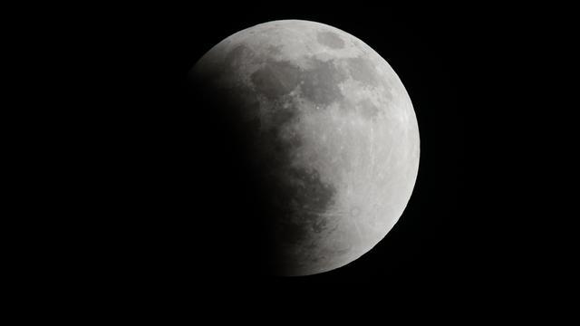 Maan ontstond na botsing aarde met andere planeet