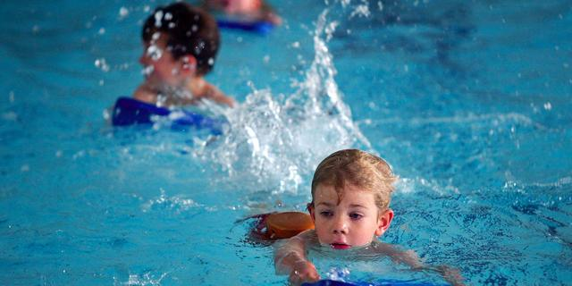 Den Haag heeft plan voor zwemlessen: turbolessen en wachtlijsten opschonen