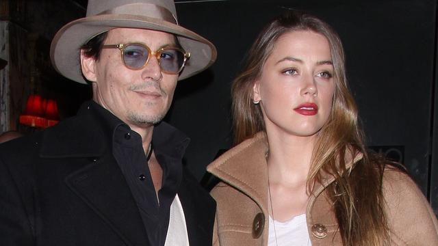 Johnny Depp eist 100.000 dollar van Amber Heard